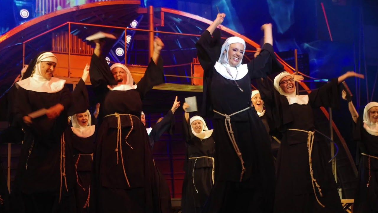 APÁCA SHOW az Operettben